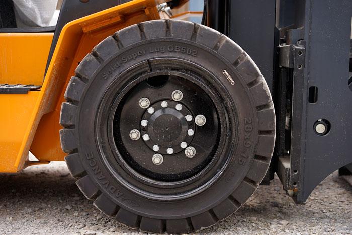 Hệ thống lốp xe trước