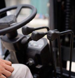 Những lưu ý khi điều khiển xe nâng dầu Hangcha