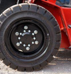 Những lời khuyên hữu ích khi lựa chọn lốp xe nâng