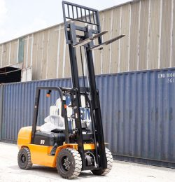 Vận chuyển hàng hóa cực nhanh với xe nâng Trung Quốc 3 tấn