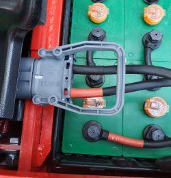 Làm thế nào để thay ắc quy xe nâng an toàn