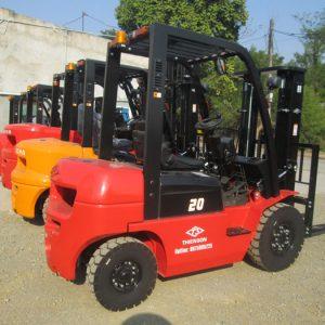 Hướng dẫn cách lựa chọn xe nâng 2 tấn chất lượng và đúng cách