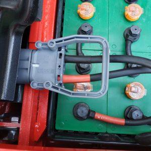 Cách sạc ắc quy xe nâng 1.5 tấn điện đúng và an toàn