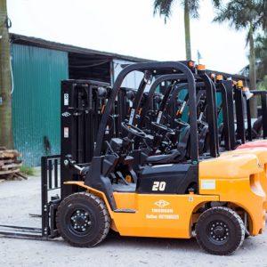 Xe nâng 2 tấn làm việc được trong các môi trường nào?