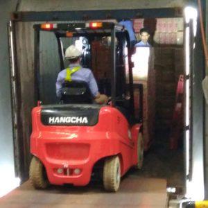 Các mối nguy hiểm và hướng dẫn vận hành xe nâng chui container