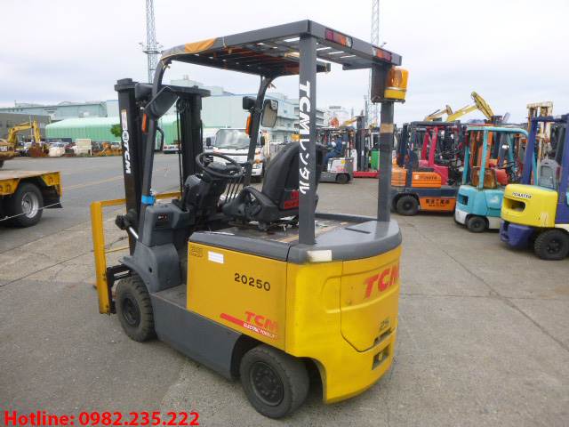 xe-nang-dien-tcm-cu-2-5-tan-2012 (3)