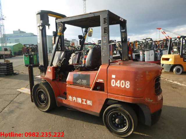 xe-nang-dau-nissan-4-5-tan-2008 (3)
