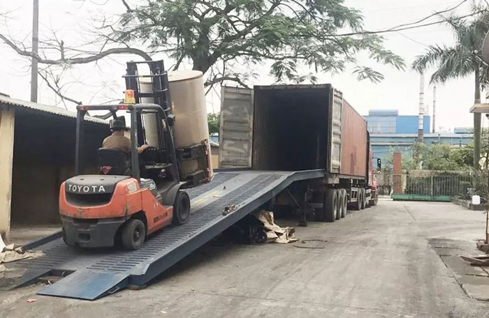 Cau-dan-xe-nang-len-container (1)