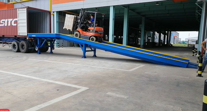 Cau-dan-xe-nang-len-container (12)