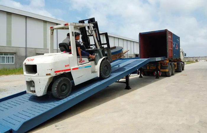 Cau-dan-xe-nang-len-container (2)