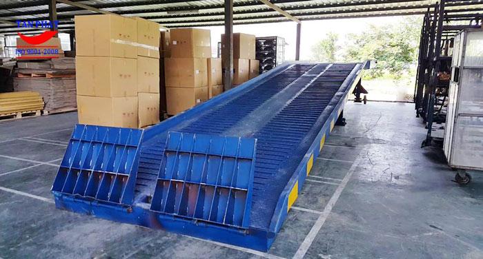 Cau-dan-xe-nang-len-container (3)