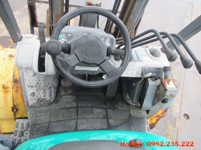 xe-nang-dau-komatsu-cu-2-5-tan-2006 (6)