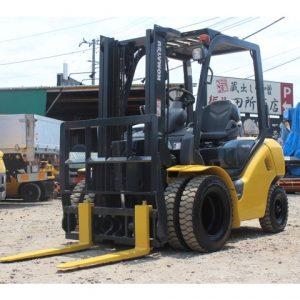 Xe nâng dầu Komatsu cũ 2 tấn đời 2012