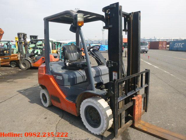 xe-nang-dau-toyota-cu-2-5-tan-2006 (2)