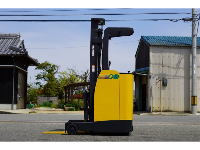 xe-nang-dien-dung-lai-komatsu-cu-0-9-tan-doi-2007 (8)